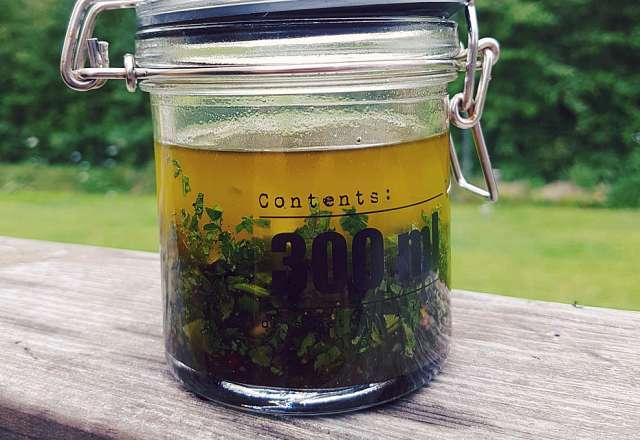 Chimichurri kan förvaras i lufttät burk i kylskåp i ca 1 vecka.