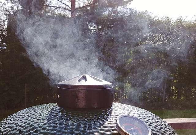 Kamado SUMO bbq smoke