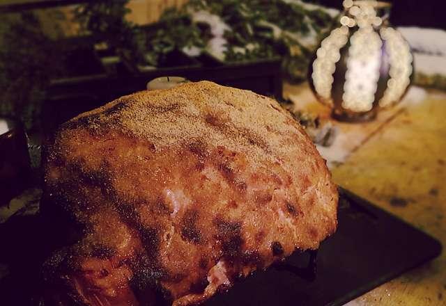 Färdiggriljerad skinka precis klar