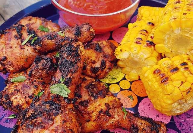 Grillbricka med kyckling drumsticks, majs & hotsauce