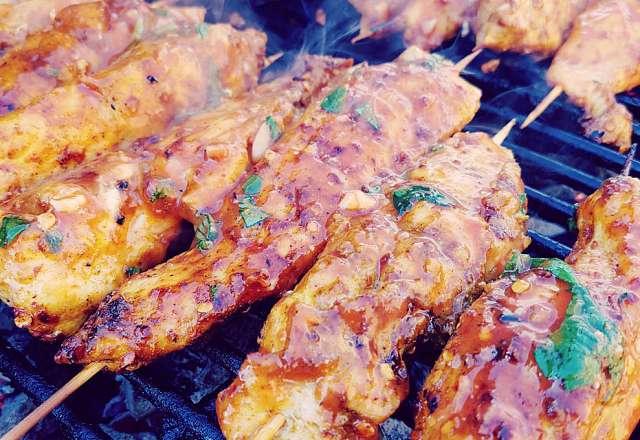 Kyckling satay grillas med chilisås