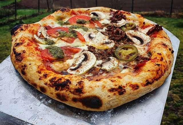 Napolitansk pizza på grillen
