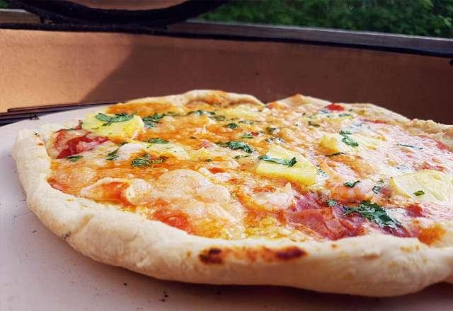 Pizzastenen gör att du får en krispig botten
