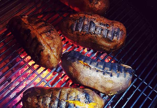 Sötpotatis avslutas med direkt grillning