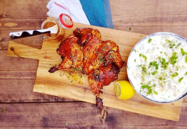 Spatchcock chicken serveras med potatissallad